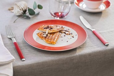 Villeroy-Boch-Colourful-Life-Deep-Red-Set-For-Me-You-gedeckter-Tisch-3